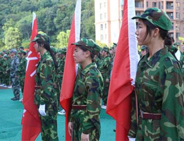 海亮外语中学举行军训夏令营闭营仪式