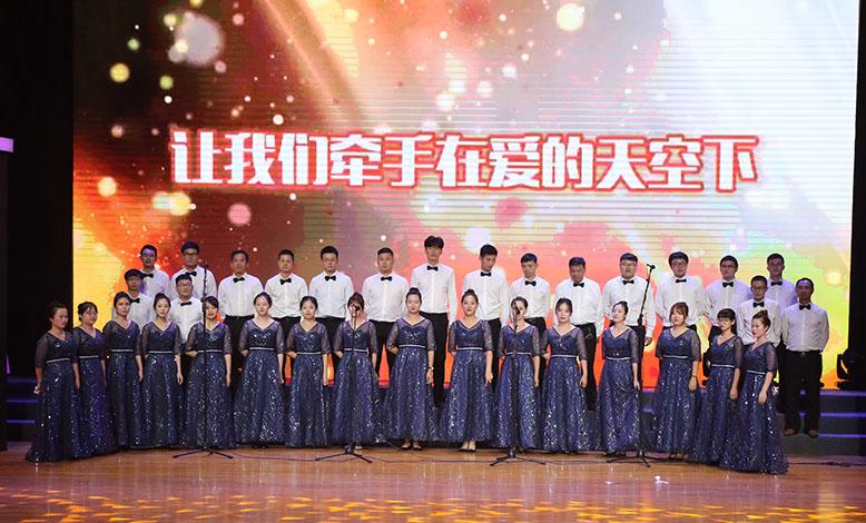 海亮实验中学教师合唱团献礼海亮集团30周年