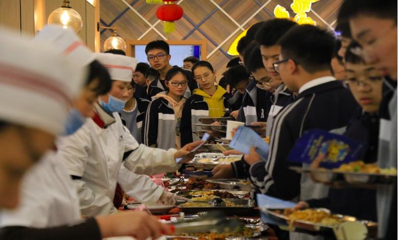 吃得开心,吃得安心 ——海亮实验中学第二届美食节盛大开幕