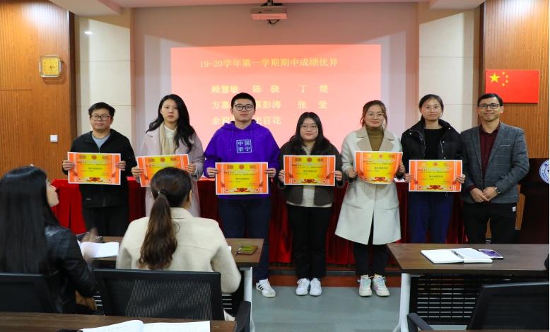 海亮实验中学师徒结对活动之徒弟表彰大会召开