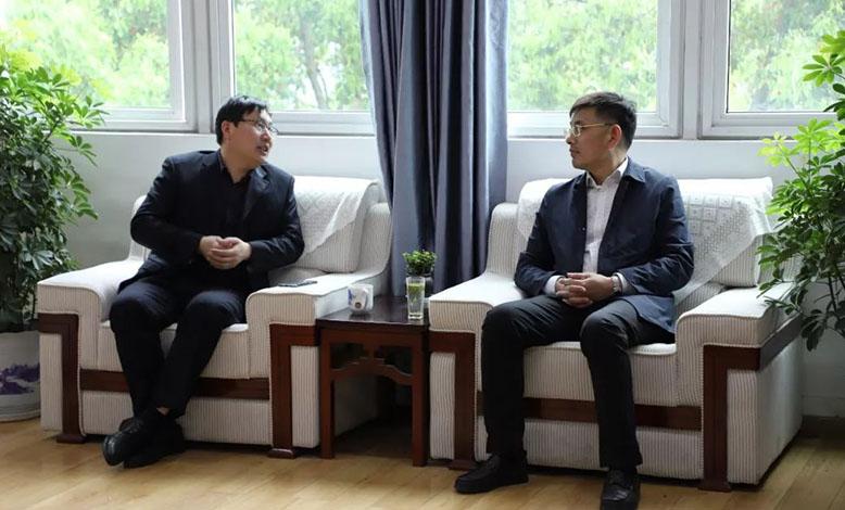 镇江市教育局副局长薛安明一行莅临我校调研