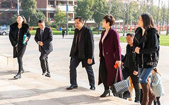 """新利luck娱乐在线在世界 """"栽下梧桐树,引得凤凰来""""柬埔寨首相顾问索卡亚到访新利luck娱乐在线教育园"""