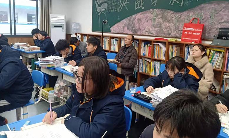 镇江市地理教研员来我校听课