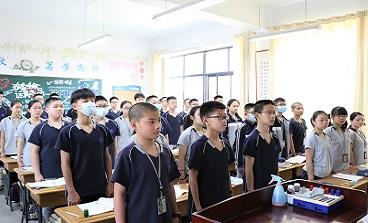 """特殊时期,海亮初级中学举行""""云升旗仪式"""""""