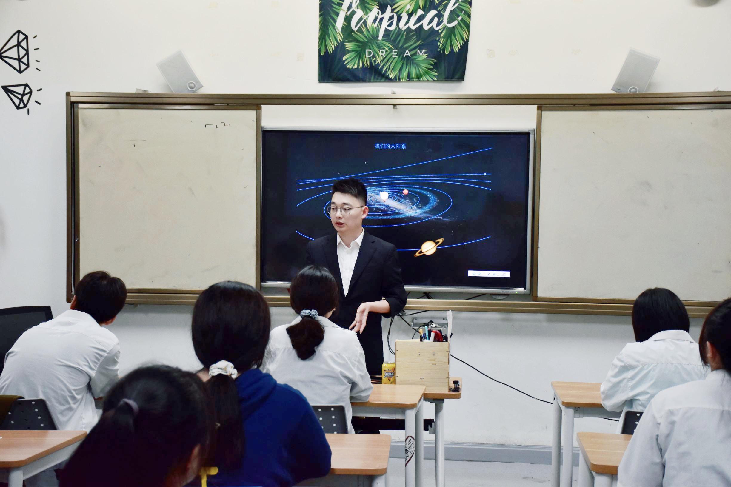 示范引领精彩课堂——海亮外语中学开展教研组长公开课赛课活动