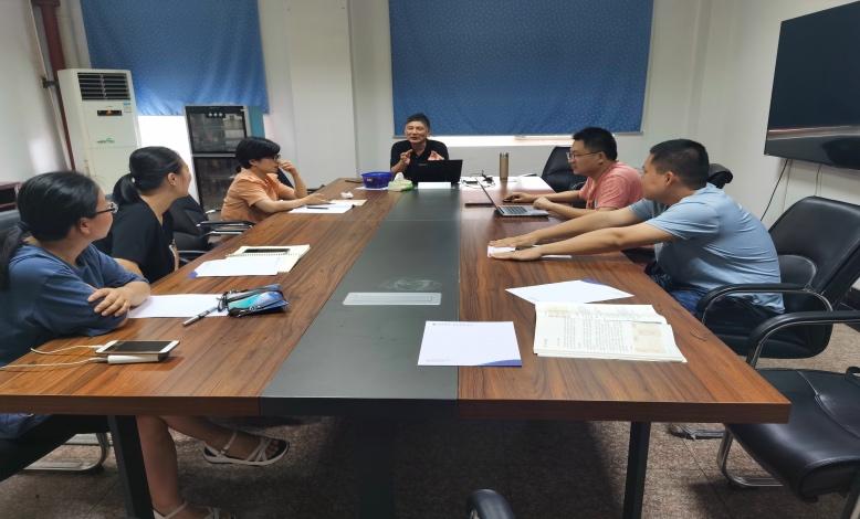 郭吉成特教为海亮实验中学教师培训部编教材教学