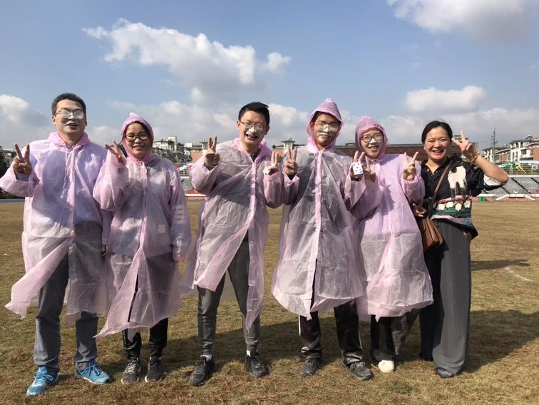 海亮外语中学教职工积极参与趣味运动会