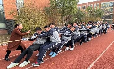 毅力和体力的较量——海亮初级中学九年级拔河比赛