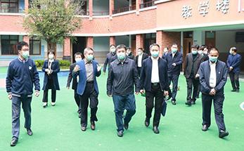 中国残联党组成员、副理事长相自成来融爱星调研