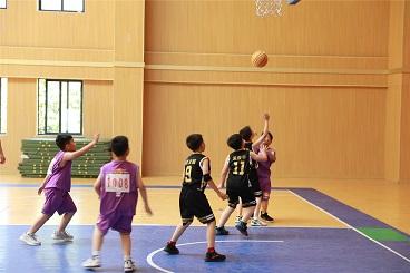 海亮小学第六届体育节——三、四、五年级班级篮球对抗赛火热进行中