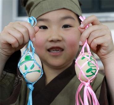 海亮小学:立夏绘彩蛋、斗蛋