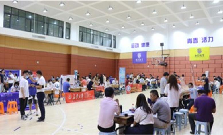 海亮高级中学举行高校招生现场咨询会